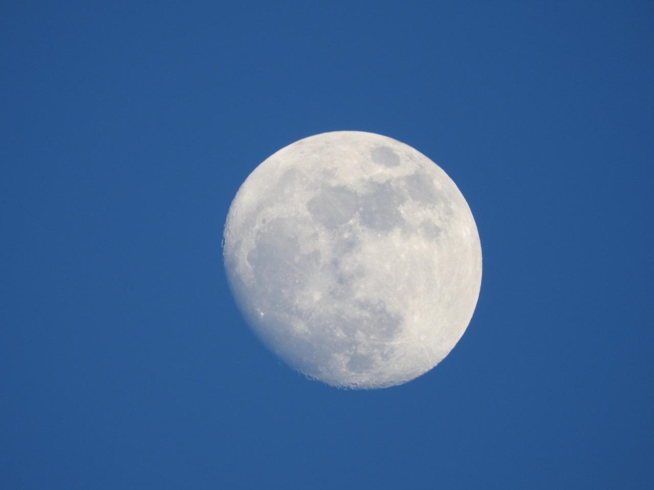 lune-dans-ciel-bleu