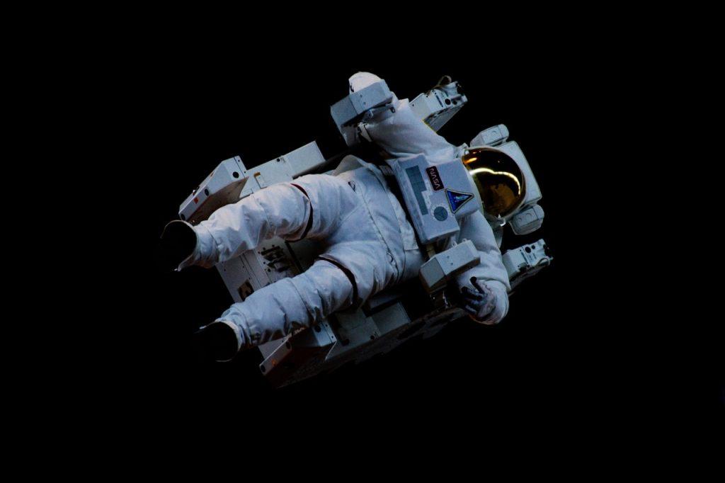 astronaute-sur-fauteuil
